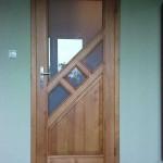drzwi wewnetrzne drewniane szyba skośna