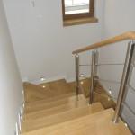 schody_drewniane_klatka