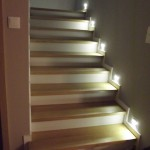 schody_drewniane_nabeton_oswietlone