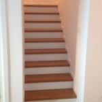 schody dębowe na betonie